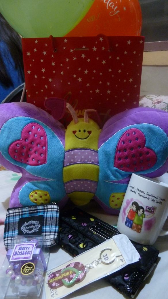 I'm blessed with these from my crazy bffs. ^_^ Most of them are from Blue Magic and I immediately used the purse, wallet and mug for work.